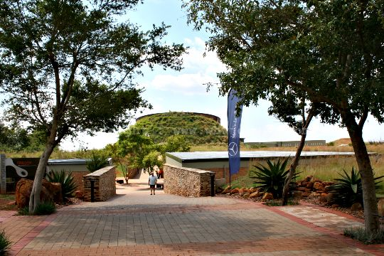 The walkway leading from the carpark, past the restaurant to the ticket office at Maropeng